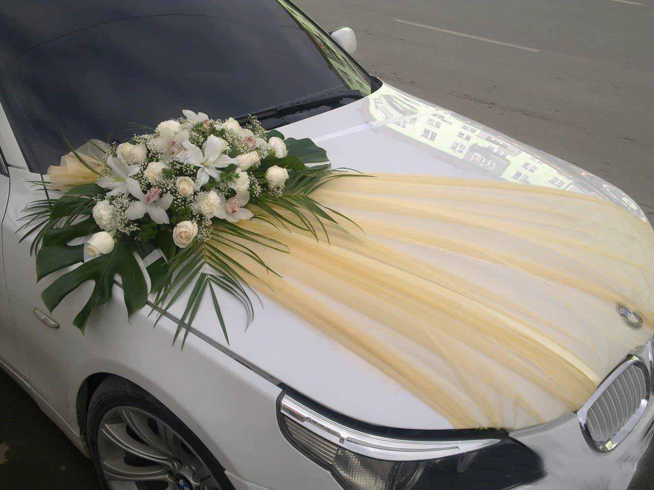 Украшения цветами на машину свадьба