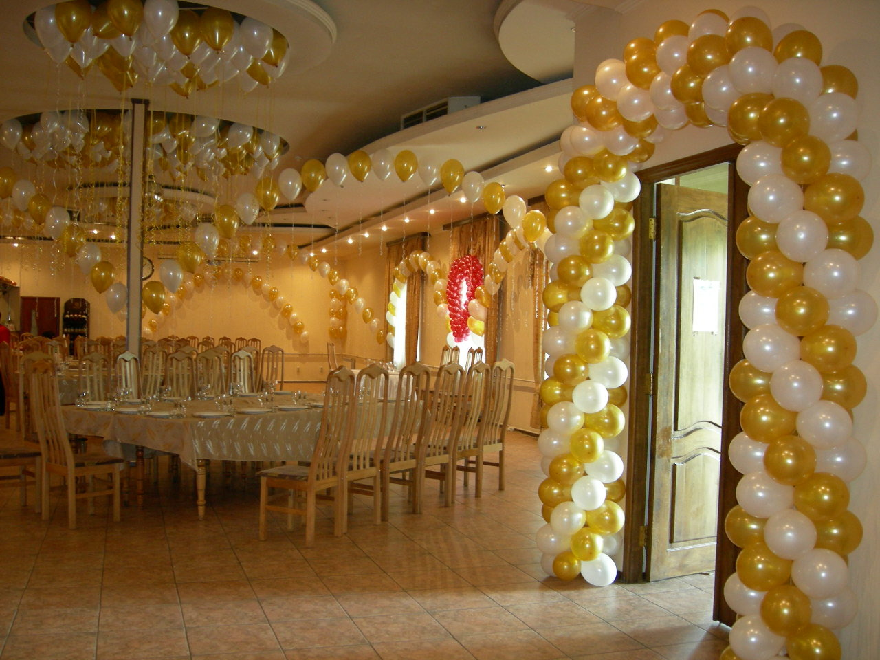 Украшение шарами зала