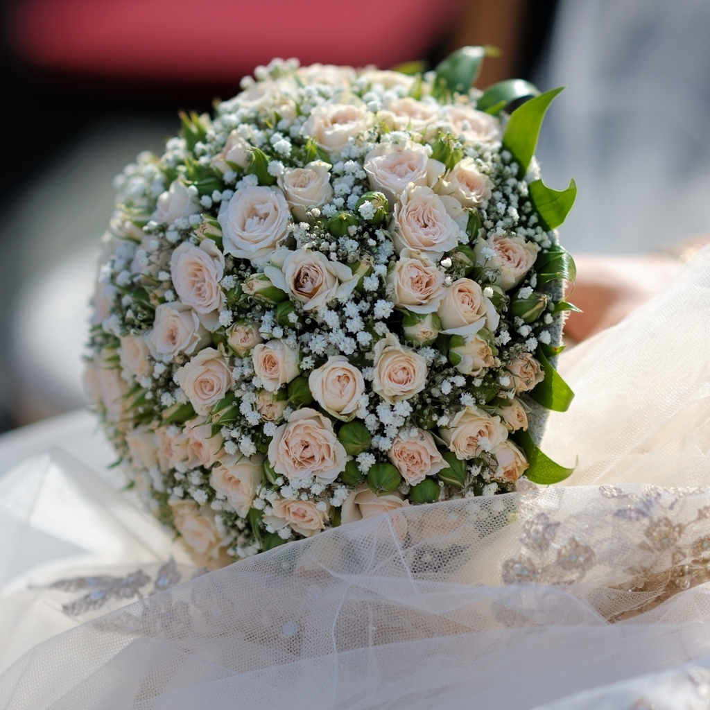 Свадебные букеты из маленьких роз