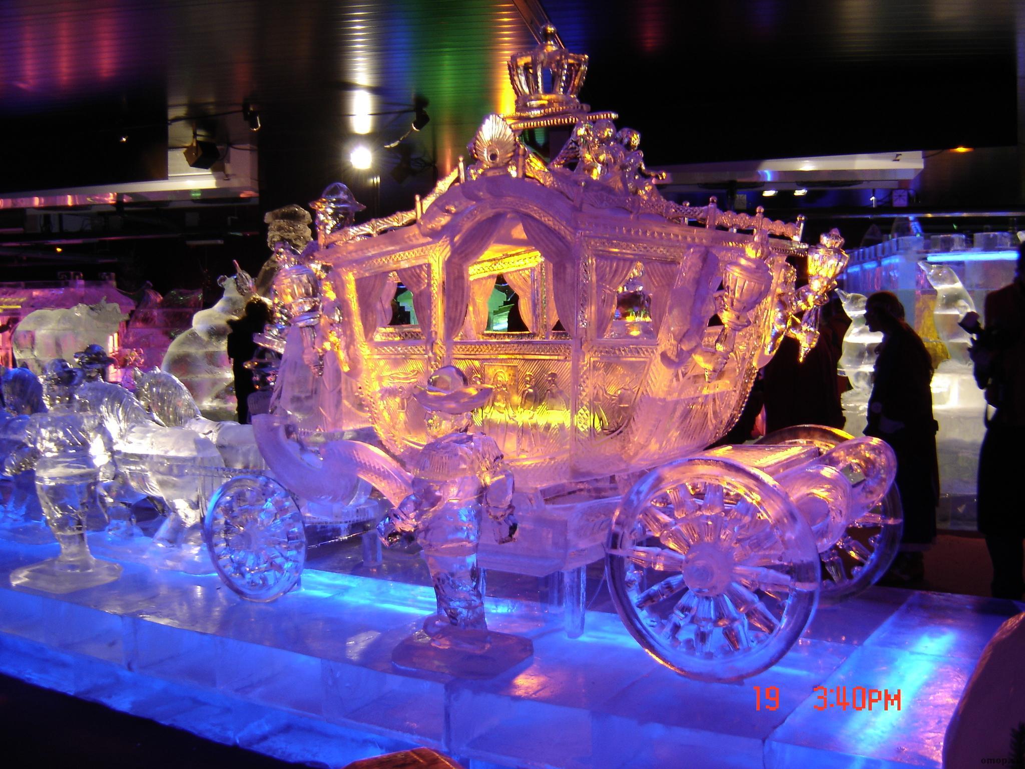 Ледовое представление и уличные театры как отметить Рождество в Москве